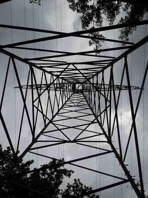 Comment calculer la puissance électrique en triphasé ?