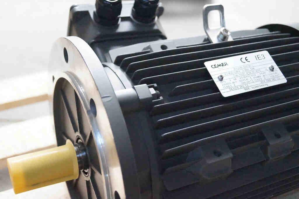 Comment lire la plaque signalétique d'un moteur?
